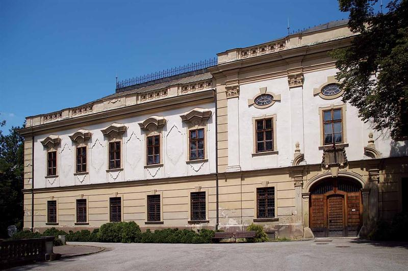 Kaštiel v Orlovom